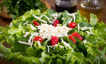 salada-de-rucula-com-morango